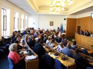 Сигнал за бомба в софийския местен парламент, съветниците отказват да напуснат сградата