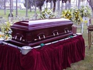 Тийнейджър се събуди на собственото си погребение