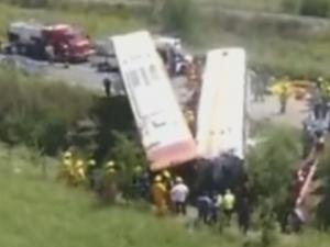 13 души загинаха при тежка катастрофа с два автобуса