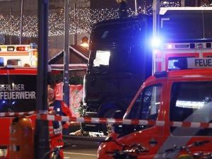 Въоръжен се вряза в тълпа в Германия, има пострадали