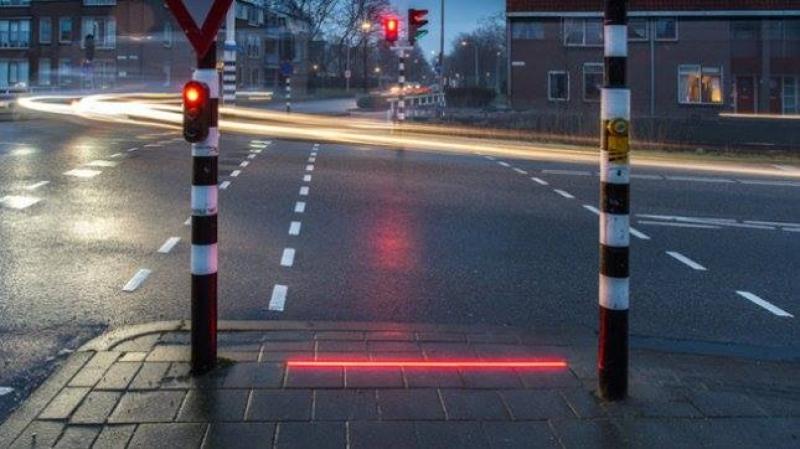 Нови светофари в Холандия ще пазят смартфон маниаците
