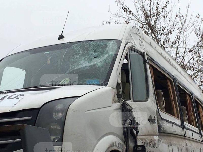 Транспортират с линейки в Турция ранените от обърнатия бус край Пловдив СНИМКИ