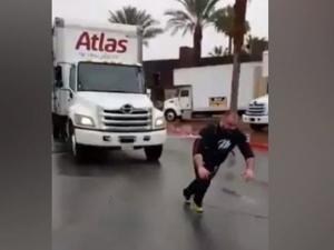 Пловдивчанинът Мариян Димитров изтегли 12-тонен камион в Америка ВИДЕО