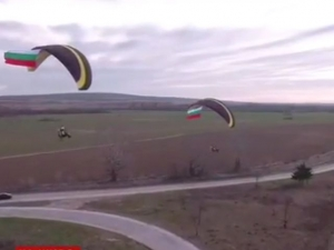 "Българското знаме полетя над магистрала ""Тракия"" ВИДЕО"