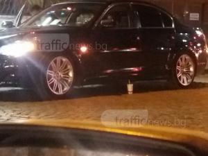 Шофьор на лъскаво БМВ изхвърли чашата си на пътя в Пловдив СНИМКИ