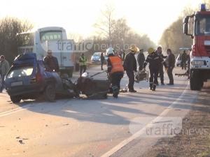 Купчина ламарини е останала от опела след зверската катастрофа на пътя Пловдив-Пазарджик ВИДЕО