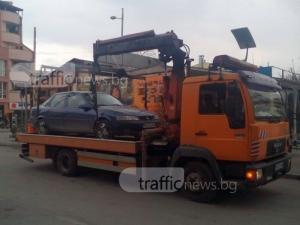 Пазарджишка кола препъна старта на ремонт на улица в Пловдив СНИМКИ
