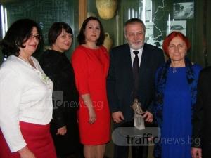 Преподаватели по български език в Украйна се докоснаха до сребърния орел на хан Аспарух СНИМКИ