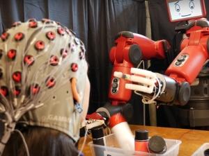 Учени откриха как да управляват роботи с мисълта си ВИДЕО
