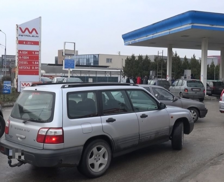 ОБЗОР на деня: Опашки от коли за евтино гориво в Пловдив ВИДЕО