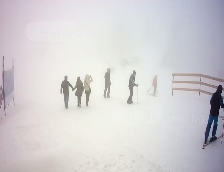 Сняг вали край Пловдив, образува се нова снежна покривка