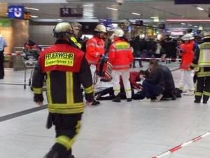 Клане на гара! Мъж от бивша Югославия налетя на пътници с брадва СНИМКА