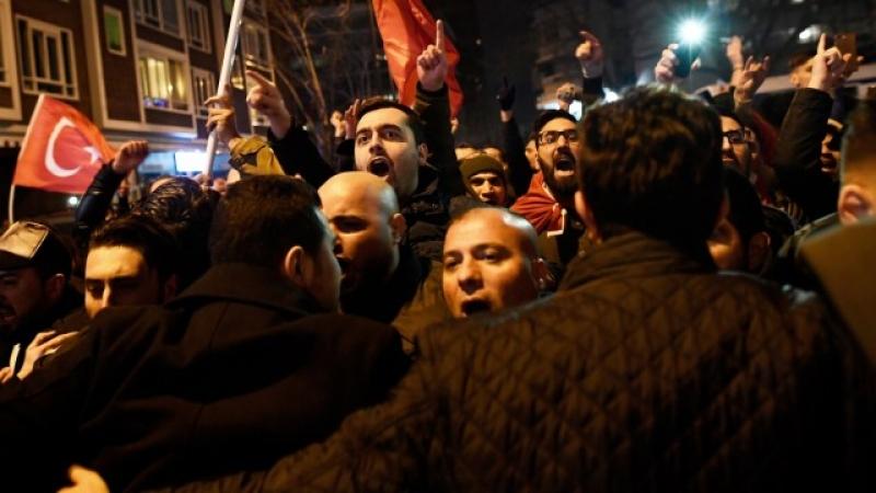Кметът на Ротердам обяви извънредно положение! Турски министър е обявен за нежелан чужденец