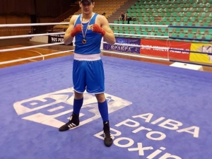 Пловдивската боксова надежда Иван Киселаров прегази всички в Перник