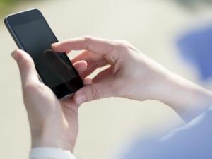 Продажбите на смартфоните ще растат през тази година