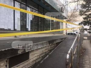 Пощата в Кючука се руши! Инвалиди се чудят как да влязат, а наглеците вече налазиха СНИМКИ