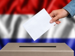 Избори в Холандия днес, заложено е бъдещето на ЕС