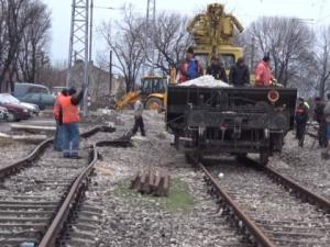 След трагедията: Ударно ремонтират жп линията в Хитрино