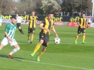 Ботев Пловдив може да остане без половин отбор
