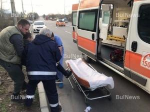 Момиче с мерцедес помете пазарджишки мотор, двама са ранени