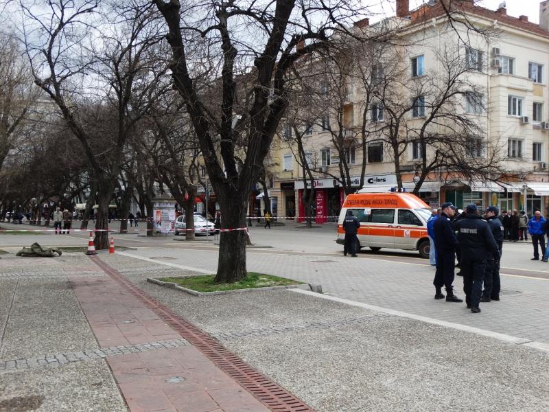 Мъж се простреля пред Общината в Стара Загора! Починал е СНИМКИ
