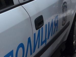 Двама се скараха, пострада трети - вратата на магазина му беше строшена