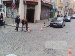 Пловдивчанка е с два счупени крака, падна в дупка в Капана СНИМКИ
