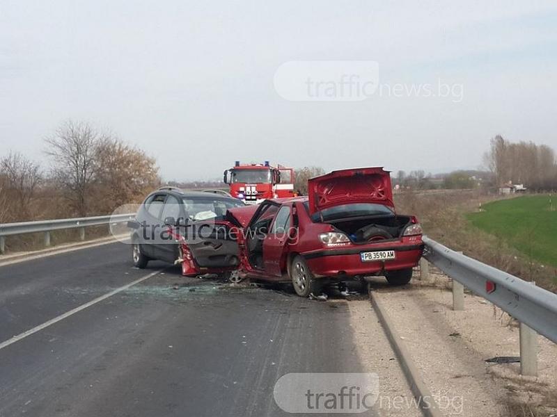 Зверска катастрофа край Пловдив, двама души са в тежко състояние ВИДЕО