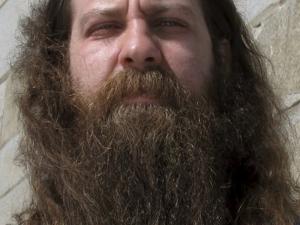 Мъж спечели конкурс с брада, която пуснал в памет на починалата си дъщеричка СНИМКА