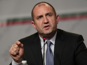 Цацаров и шефовете на службите на спешна среща при Радев