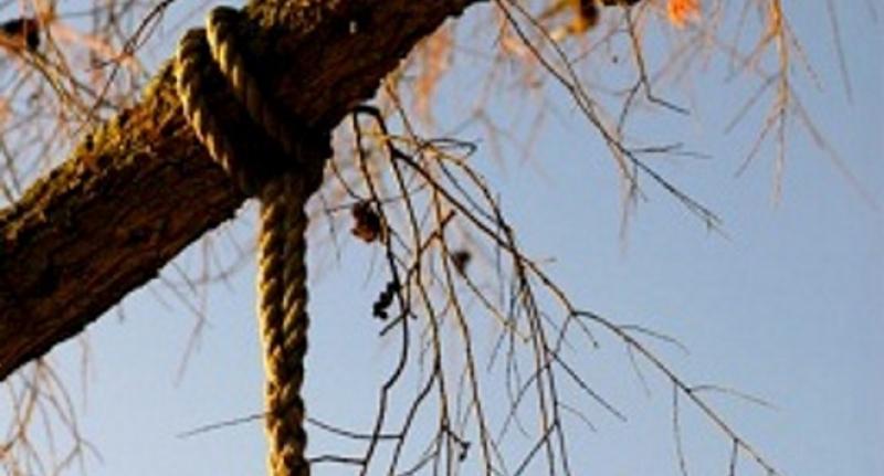 Жена откри свой близък увиснал на въжето в родната му къща