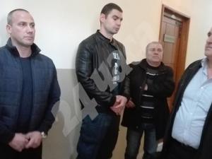 Рокери и патриоти протестират в подкрепа на ексграничаря Цонков ВИДЕО
