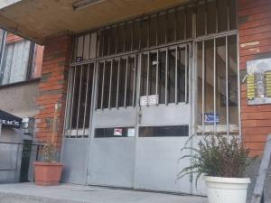 Пловдивчанка се барикадира в дома си, брани с нож запасите си от марихуана