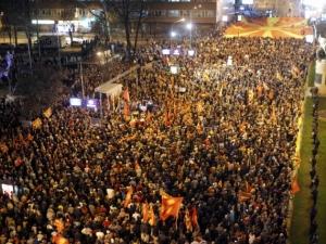 Масови протести в Скопие срещу посещението на Йоханес Хан
