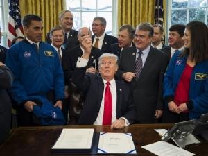 Тръмп подписа закон, свързан с Марс