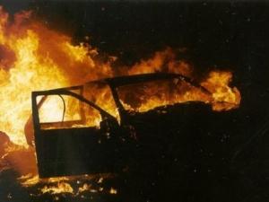 """Взрив на микробус в """"Бъкстон"""", пламнали и други коли"""