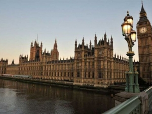 Британският парламент под блокада, полицаи убиха човек след стрелба! НА ЖИВО
