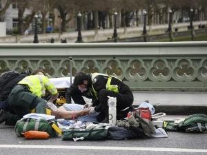 Трима убити и 12 ранени при атаката пред парламента в Лондон СНИМКИ и ВИДЕО
