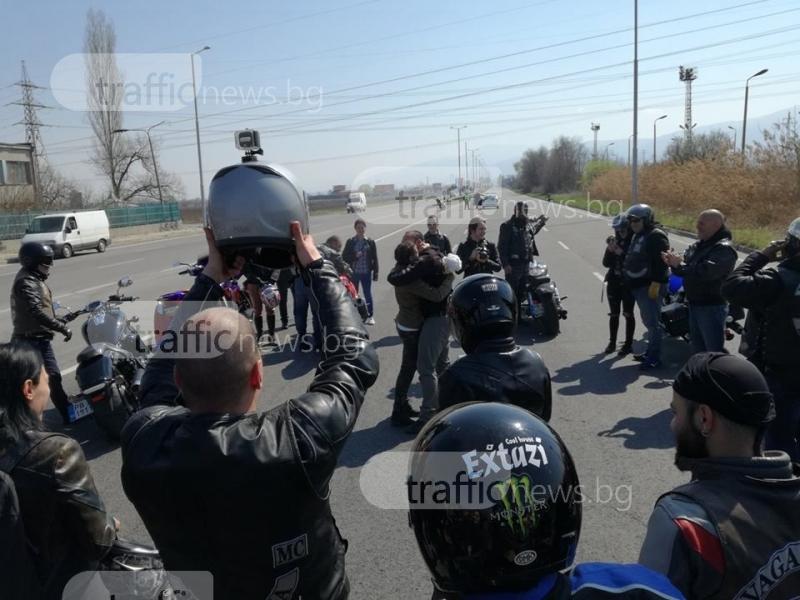 Невероятно предложение за брак по време на рокерското шествие в Пловдив СНИМКИ
