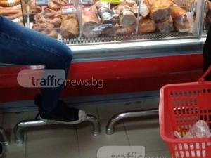 Хлебарки налазиха супермаркет в Кючука СНИМКИ