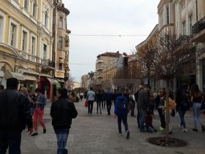Пловдивчани мислят за кого да гласуват по кафетата на Главната и в Стария град СНИМКИ
