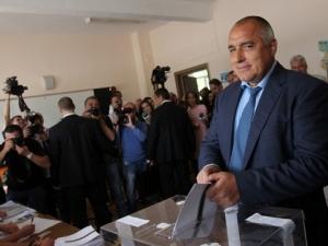 "Борисов гласува в Банкя в ""хубаво"" настроение"