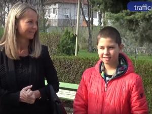 Дани Каназирева даде вота си, придружена от сина си Теодор ВИДЕО