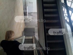 Ескалаторите в палата №8 не работят! Има ли опасност чувалите с бюлетини да се качват на гръб СНИМКИ
