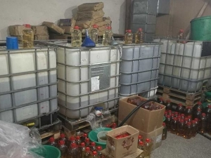 Пловдивски митничари намериха 10 тона нелегален алкохол в Перущица