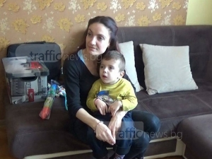 Семейството на малкия Стоян от Пловдив все още се нуждае от средства за лечението му ВИДЕО
