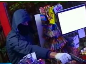 Двама маскирани и въоръжени обраха магазин ВИДЕО