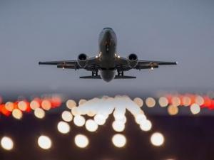 Смела стюардеса приземи самолет