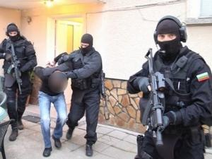 Акция в Пловдив! Закопчаха седем дилъри на дрога, трима от тях непълнолетни