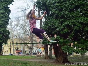 Момиче падна от въже по време на игра СНИМКИ